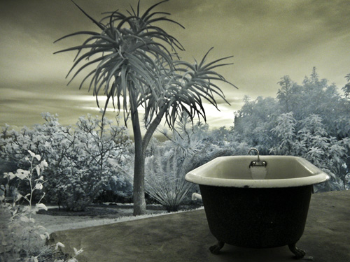 SWEET outdoor bathtub by the Hui pool